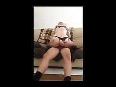 Молодая блондинка перед скрытой камерой сделала любительский минет