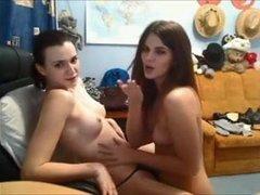 Любительский стриптиз и римминг с куни от русских лесбиянок по вебкамере