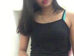 Индонезийская грудастая брюнетка наслаждается любительской мастурбацией