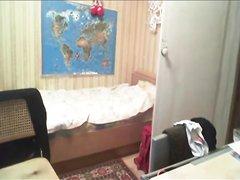 Скрытая камера снимает развратницу трахающуюся с любовником в постели