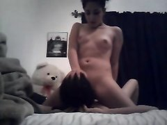 Ласковая лесбиянка лижет мокрую киску возбуждённой любовницей