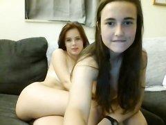 Куни и любительская мастурбация перед вебкамерой от молодых лесбиянок