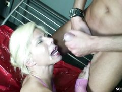 Минет и домашний анал с окончанием на лицо зрелой грудастой блондинки