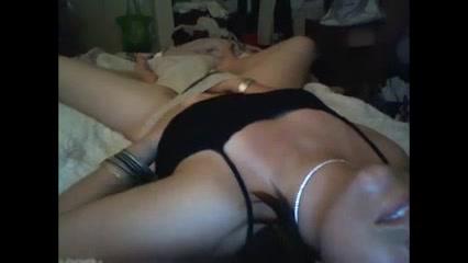 Скрытая камера снимает любительскую мастурбацию зрелой брюнетки