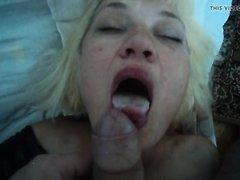 Молодой любовник дрочит член и кончает на лицо зрелой блондинки