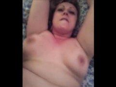 Зрелая и толстая домохозяйка трахнулась от первого лица в бритую щель