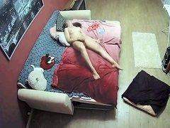 Подглядывание любительской мастурбации молодой и возбуждённой девушки