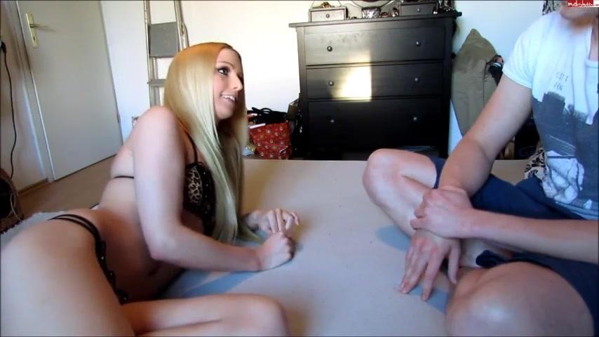 Любовник перед вебкамерой кончил на сиськи молодой немецкой блондинки