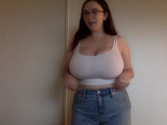 Рыжая зрелая толстуха показывает большие сиськи по домашней вебкамере