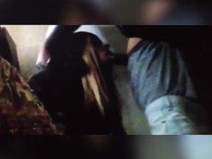 Негритянка перед скрытой камерой делает домашний минет с окончанием