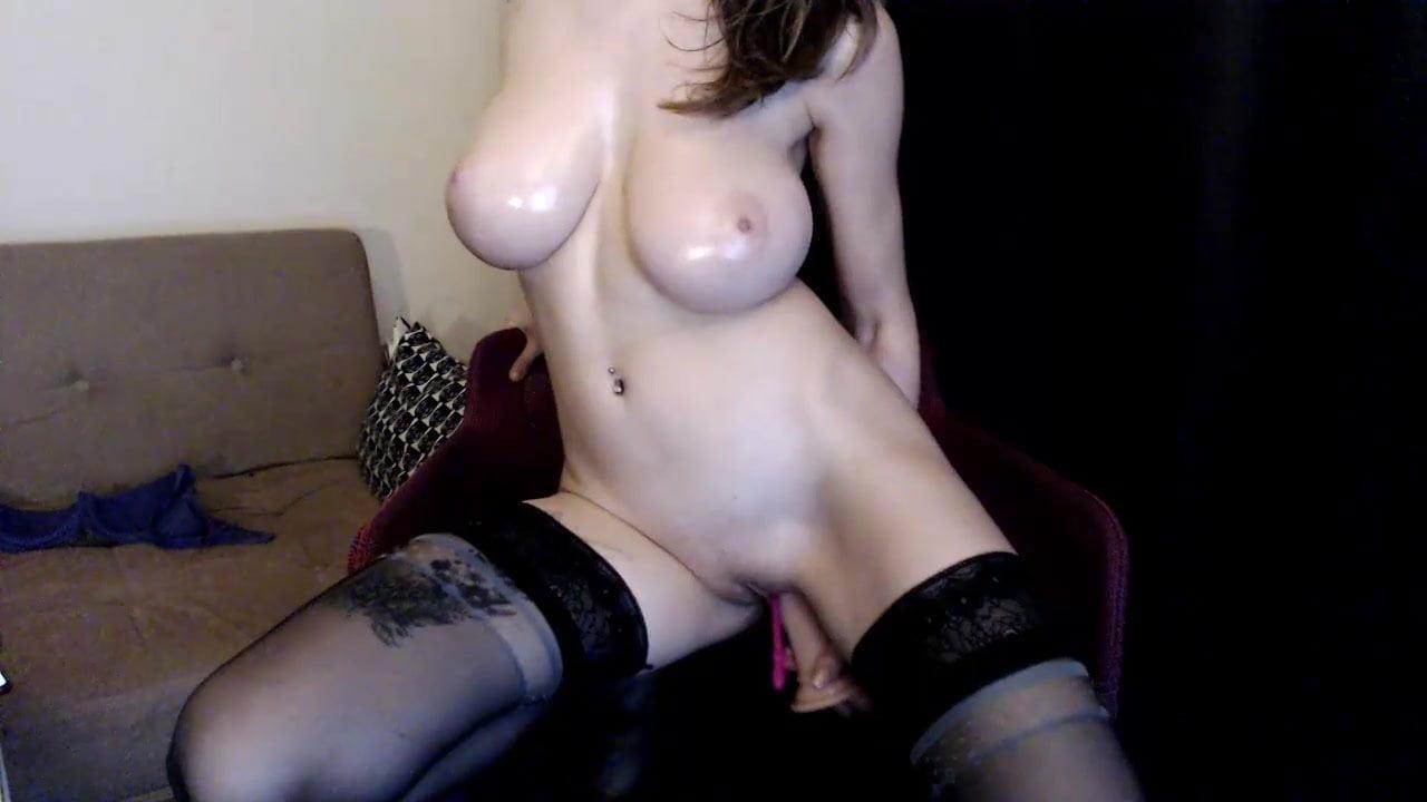 Любительская мастурбация красотка с большими сиськами по вебкамере