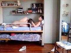 Любительское подглядывание за оральным сексом с молодой брюнеткой