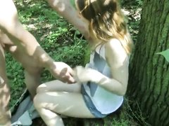На природе любовник трахнул немецкую блондинку и кончил внутрь