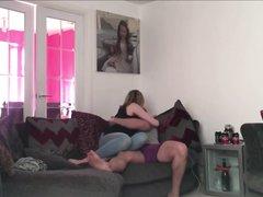 Блондинка перед скрытой камерой трахается после любительского минета