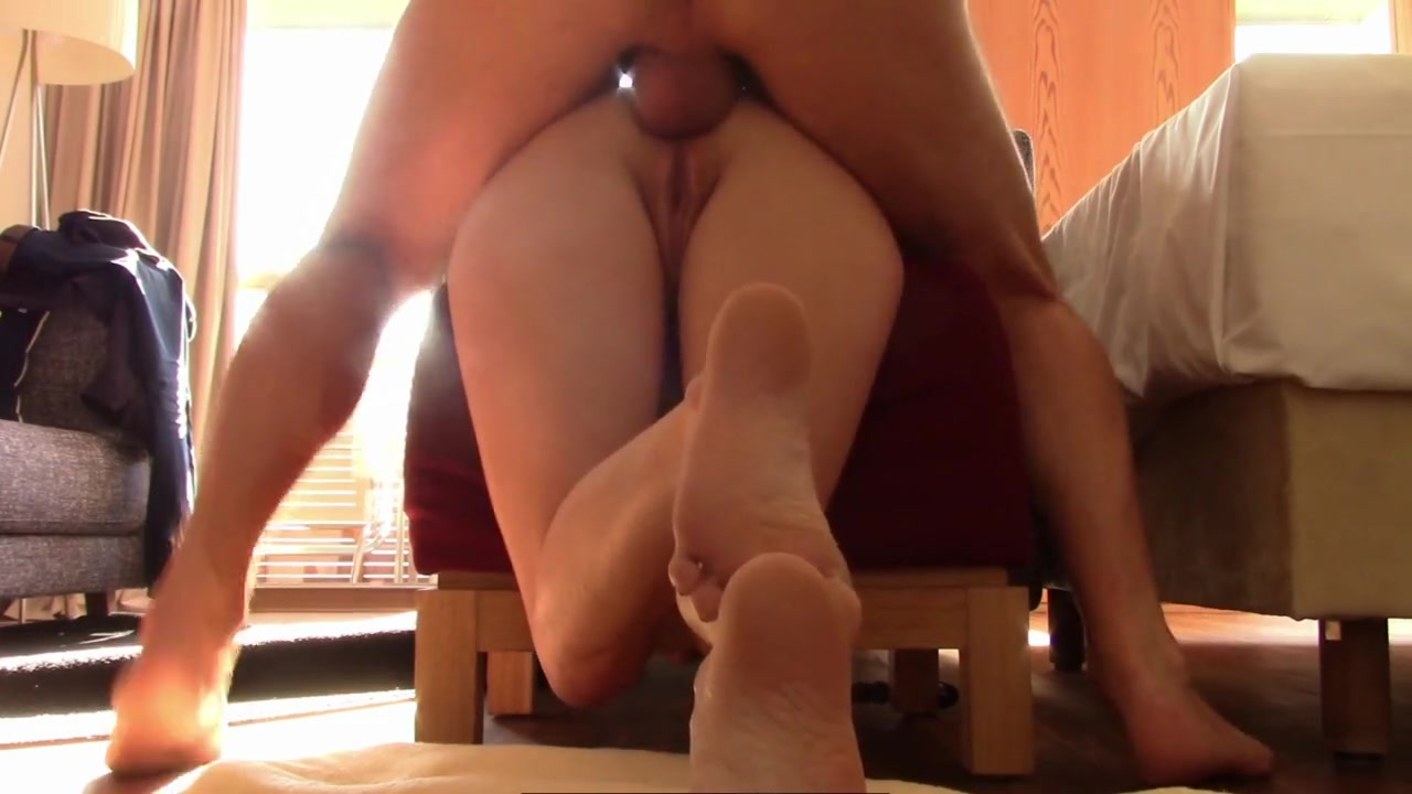 Фут фетиш с мастурбацией и домашний анал со зрелой блудницей