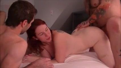 Любительский секс втроём с окончанием внутрь рыжей нимфоманки