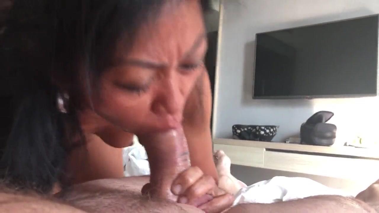 Зрелая азиатка делает домашний минет с окончанием в рот и глотает сперму