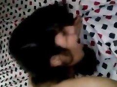 Азиатская домохозяйка сосёт член и трахается с окончанием внутрь