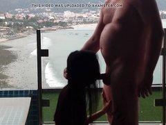 Молодая шалава делает домашний минет зрелому толстяку в отеле