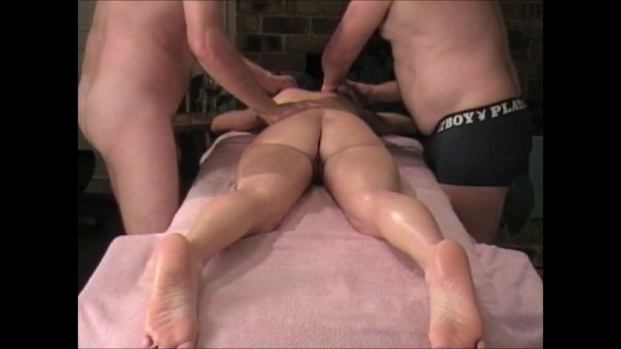 Домашний массаж втроём с мастурбацией зрелой соблазнительницы