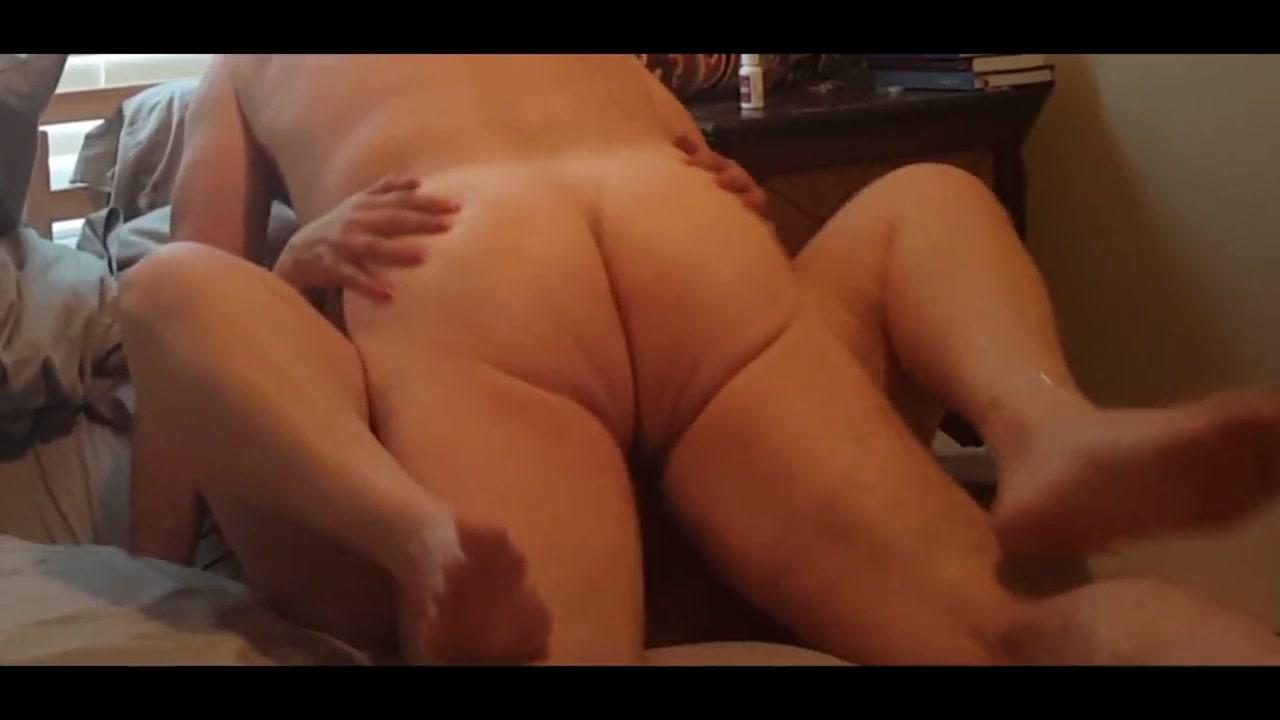 Толстая зрелая домохозяйка с большой попой трахается в нарезке