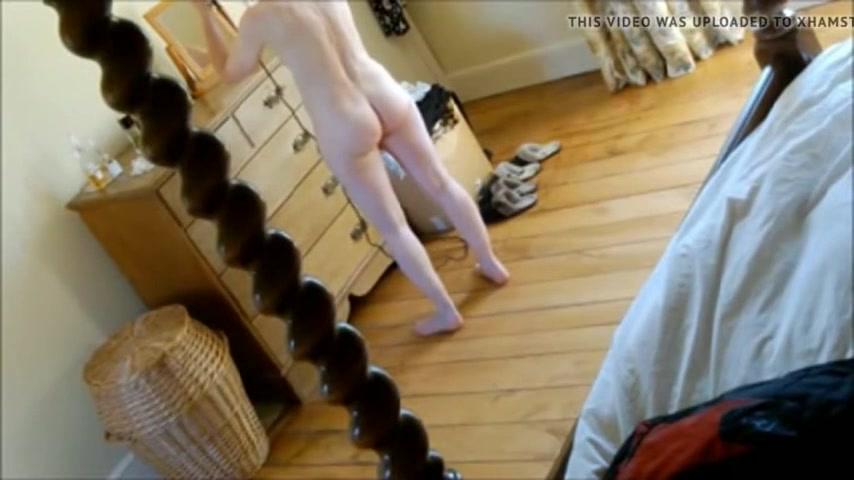 Зрелая кокетка перед домашней скрытой камерой оголила волосатую киску
