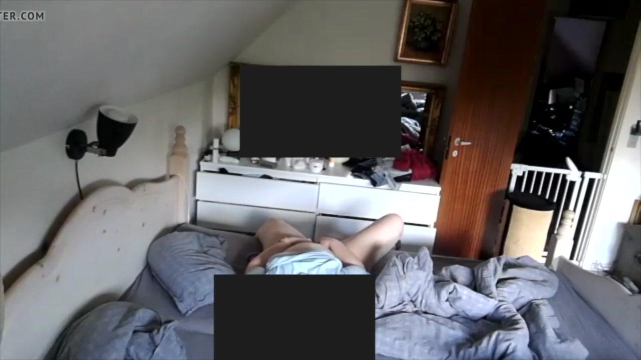 Подглядывание за толстухой снимающей мастурбацию на камеру телефона
