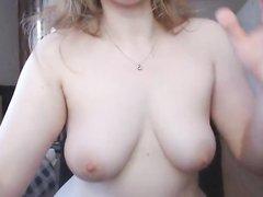 Шикарная любительская мастурбация пышной красотки с большой попой