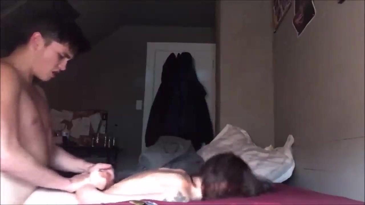 Минет и любительский хардкор с молодой брюнеткой перед скрытой камерой