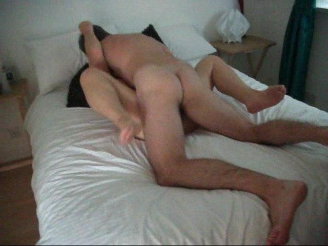 Зрелая толстуха с большой попой трахается с любовником в отеле