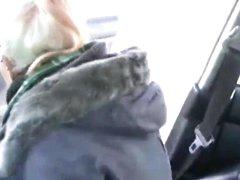 Немецкая блондинка строчит любительский минет и жёстко трахается