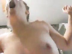 Реальный любительский секс с оргазмом блудницы с большими сиськами