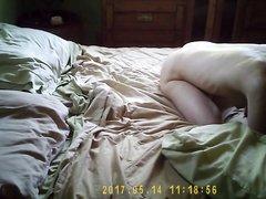 Бородач перед скрытой камерой делает куни и трахает молодую любовницу