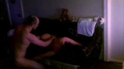 Стройная и зрелая домохозяйка трахнулась перед скрытой камерой
