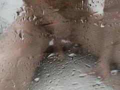 Подглядывание любительской мастурбации молодой красотки в душе