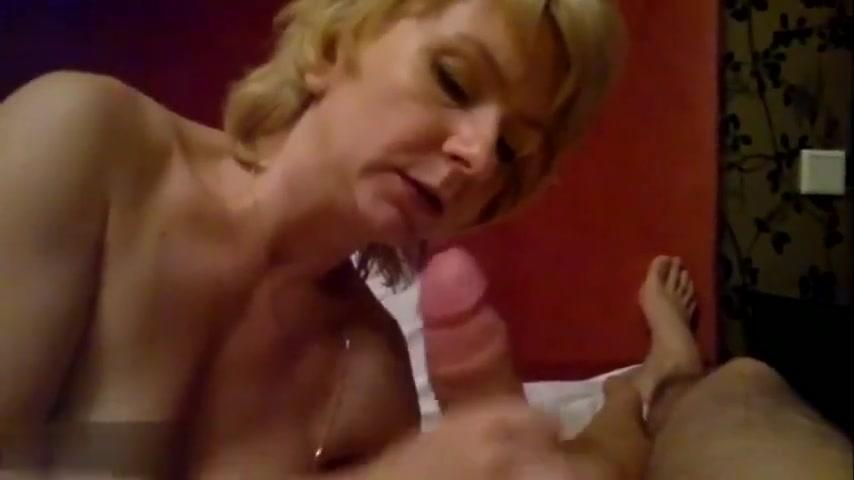 От первого лица русская зрелая блондинка чеканит любительский минет