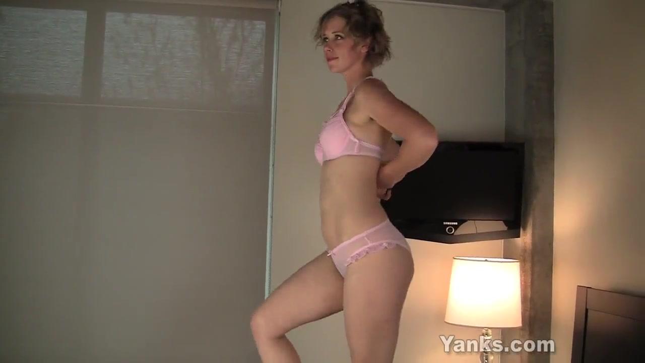 Похотливая зрелая блондинка и домашняя мастурбация волосатой киски