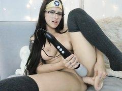 Домашняя мастурбация кокетки с большими сиськами перед вебкамерой