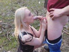 Зрелая блондинка сосёт и дрочит член любовника для окончания на лицо