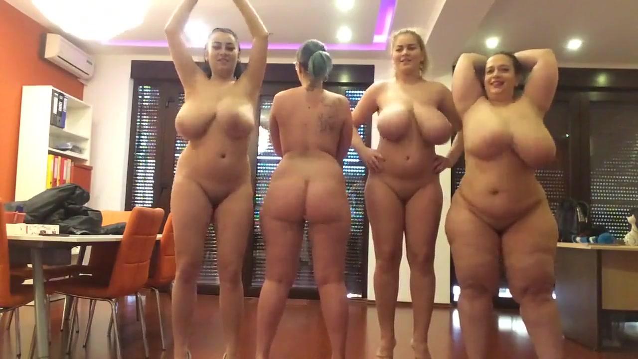 Эротическое шоу грудастых и зрелых красоток перед домашней вебкамерой
