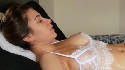 Чувак дрочит член и кончает на грудастую любовницу мастурбирующую щель