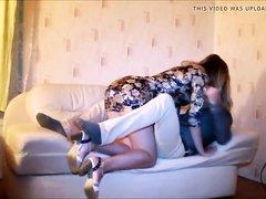 Минет и жёсткий домашний анал с молодой русской блондинкой на диване