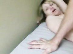 Супружеская измена и домашний анал со зрелой блондинкой в спальне
