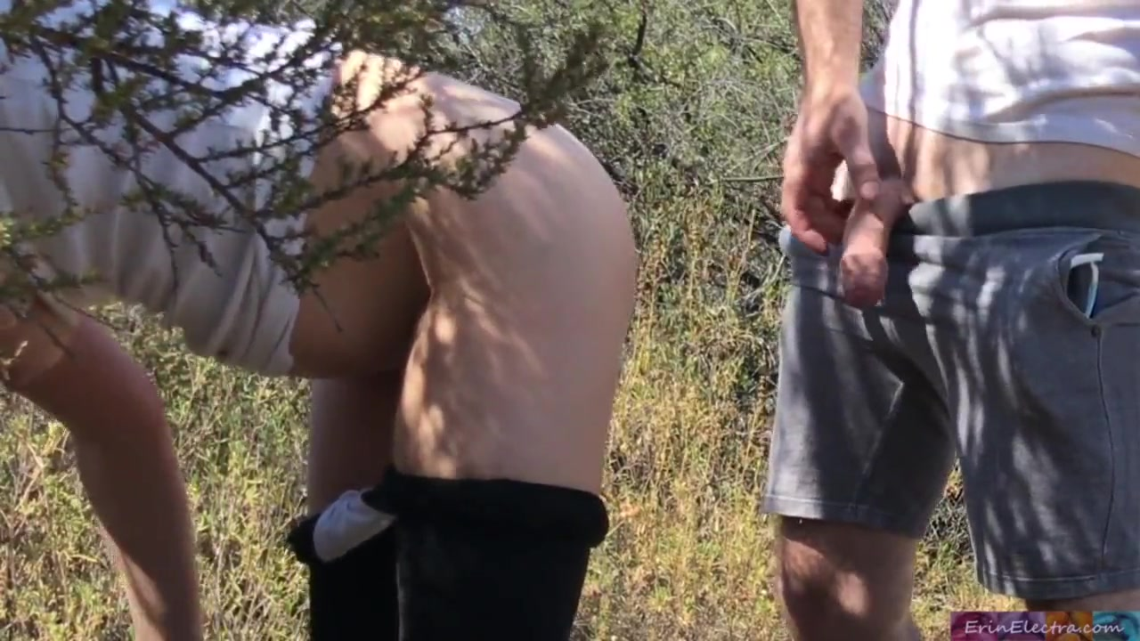Грудастая зрелая блондинка с большой попой и любительский секс в лесу