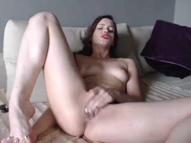 Шикарная красотка и любительская мастурбация перед вебкамерой