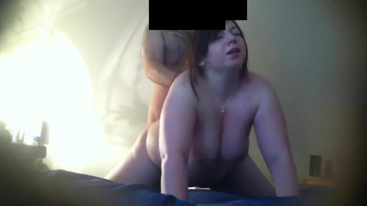 Зрелая толстуха жёстко трахнута перед домашней скрытой камерой
