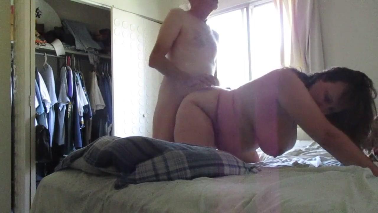 Мужик развёл на домашний секс зрелую толстуху с большими сиськами