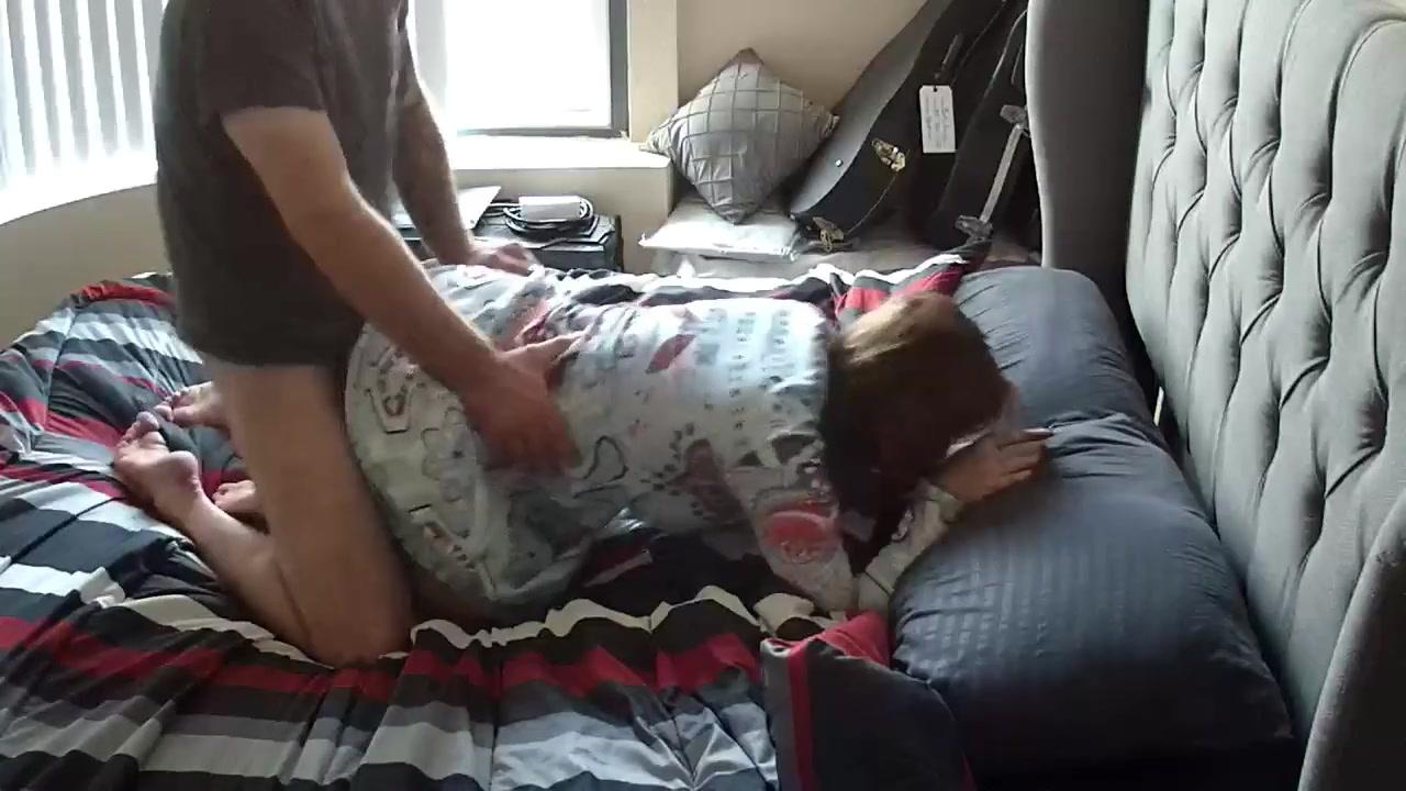 Домашнее подглядывание за зрелой дамой трахающейся после куни