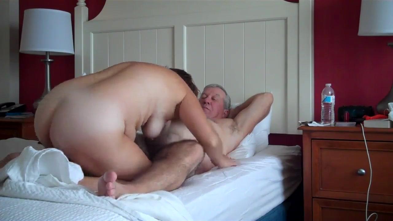 Куни и любительский минет в 69 позе со зрелой развратницей в отеле