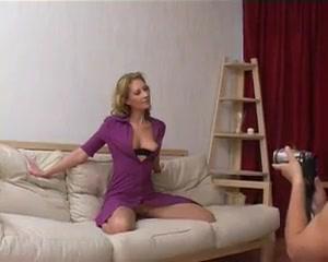 Азиат развёл русскую зрелую блондинку на куни и домашний анал